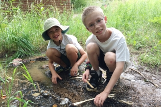 Building miniature obstacle courses in the stream