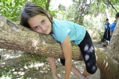 MineCraftUnplugged_Lior Girl laying on tree close up